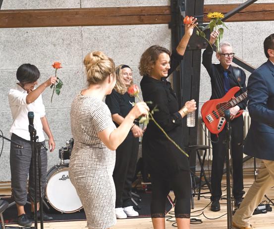 Fotos von Qendrim Ramadani,  sister moon, musik, band, bern, schweiz, pop, soul, singer songwriter, keyboardlastig, gesanglich und optisch gut, frauenband, frauenlastige Band