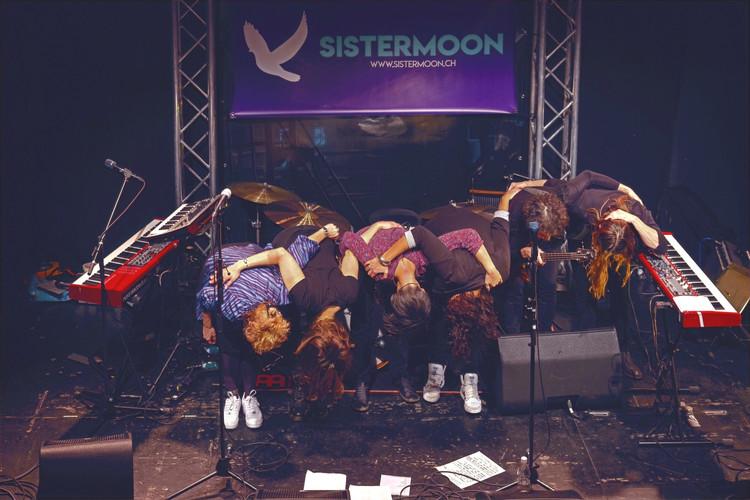 Fotos von Marianne Wenger  sister moon, musik, band, bern, schweiz, pop, soul, singer songwriter, keyboardlastig, gesanglich und optisch gut, frauenband, frauenlastige Band