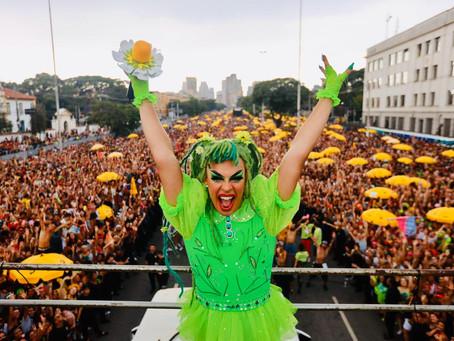 Gloria Groove arrasta multidão em São Paulo com o Bloco das Gloriosas