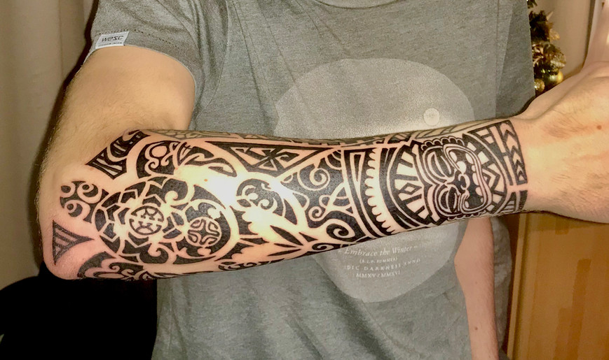 polonesian tribal tattoo op onderarm
