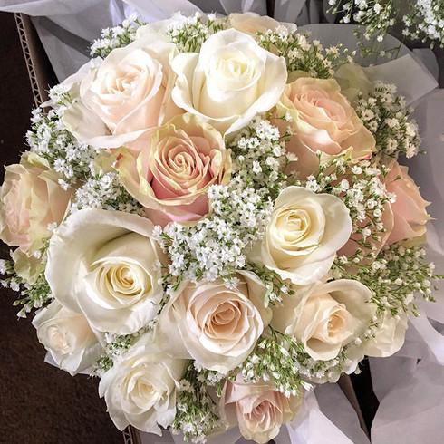 wedding-white-roses.jpg