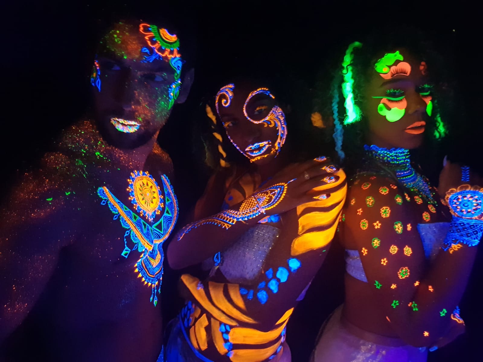 Hire UV Bodypaint Dancers London UK