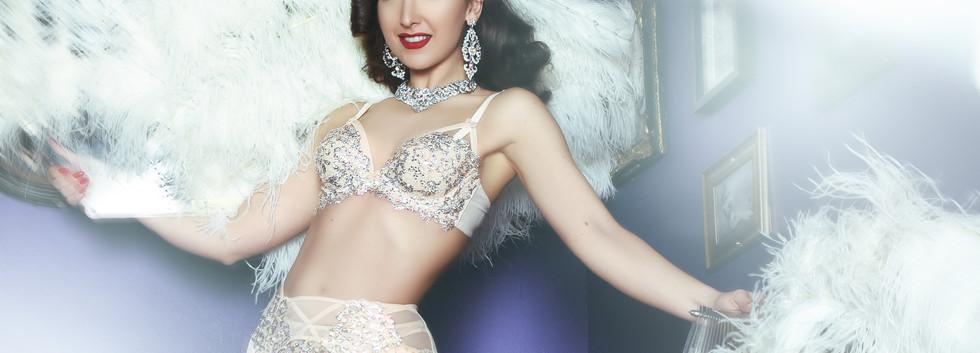 Book Stunning Burlesque Performer London