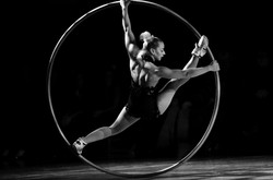 Book acrobats circus acts for events