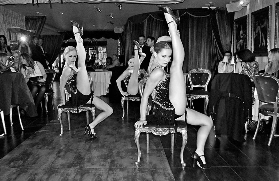 Boo french cabaret dancers in London