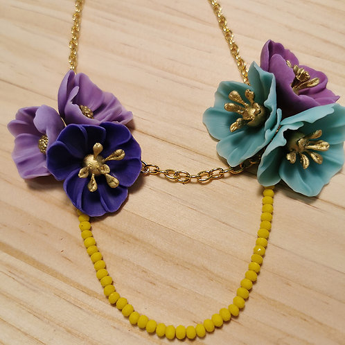 Collar Flores violetas y agua F126