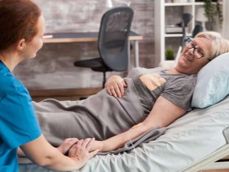 Como prevenir dermatites e úlceras de pressão em pessoas acamadas?