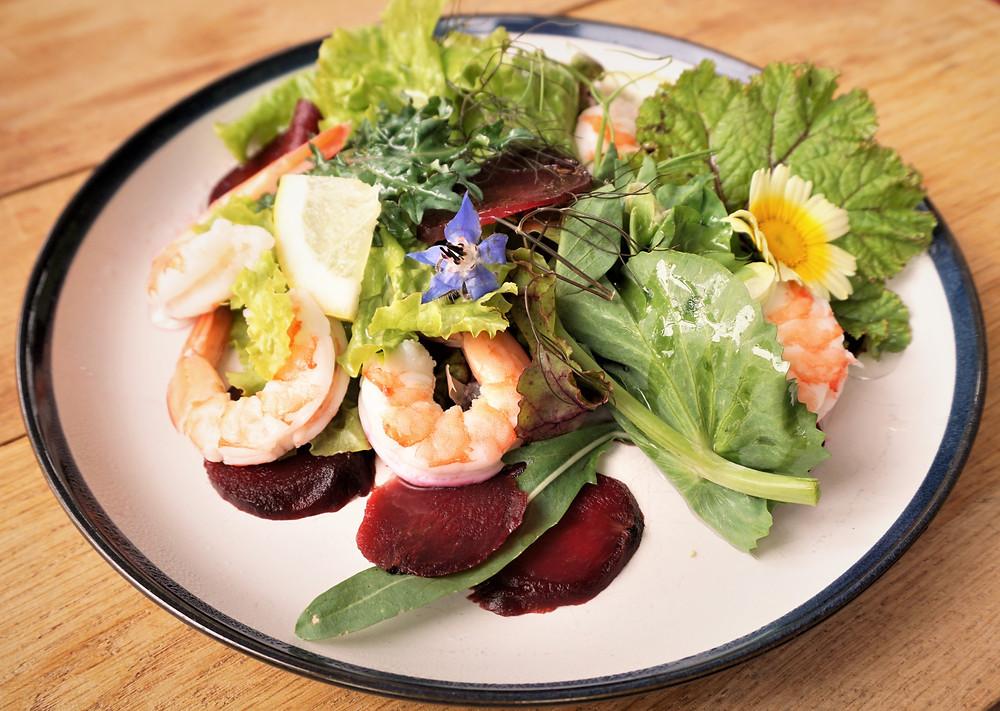 gourmet salad with prawns