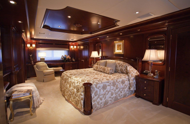 19_KERI_LEE_III_lxuury_motor_yacht_chart