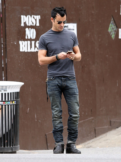 Justin Theroux Wearing Old Jeans
