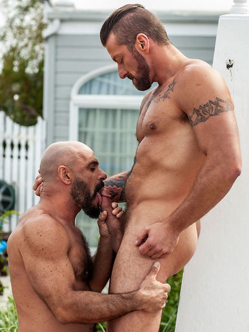 Hugh Hunter and Gio Forte Suck
