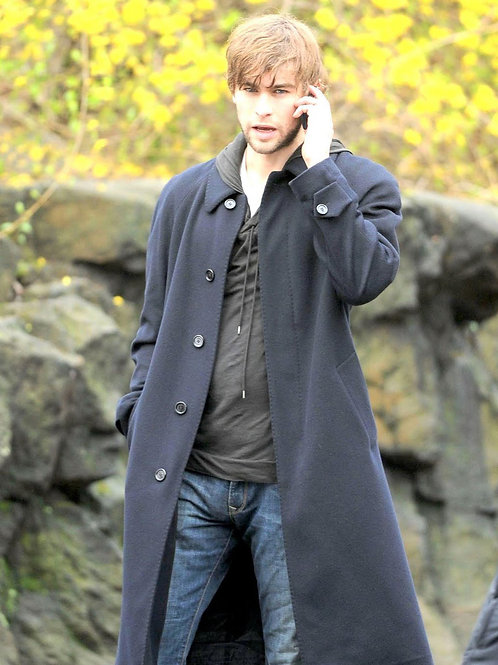 Bulging Chace Crawford Wearing Jeans Talking on his Cellphone