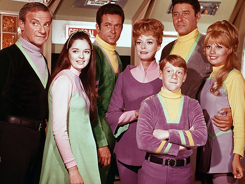 Cast of Lost in Space on the Jupiter 2