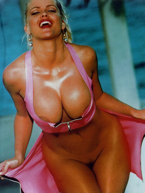 Ana Nicole Smith Poolside Flaunting Her Large Breasts