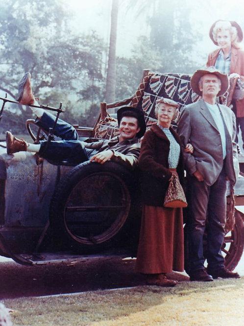Beverly Hillbillies Irene Ryan & Buddy Ebsen With Cast Near the Truck