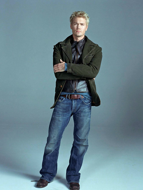 Chad Michael Murray Bulging in his Faded Jeans