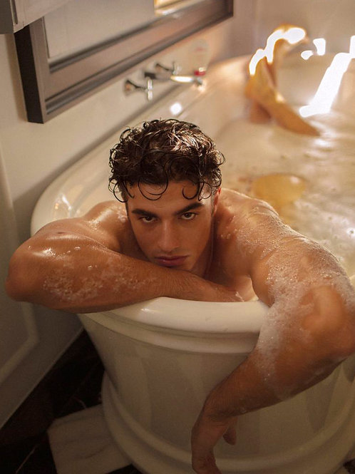 Sexy Guy in the Tub