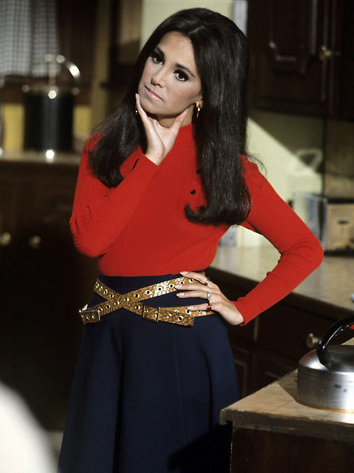 Marlo Thomas Looking Serious in a Scene From That Girl