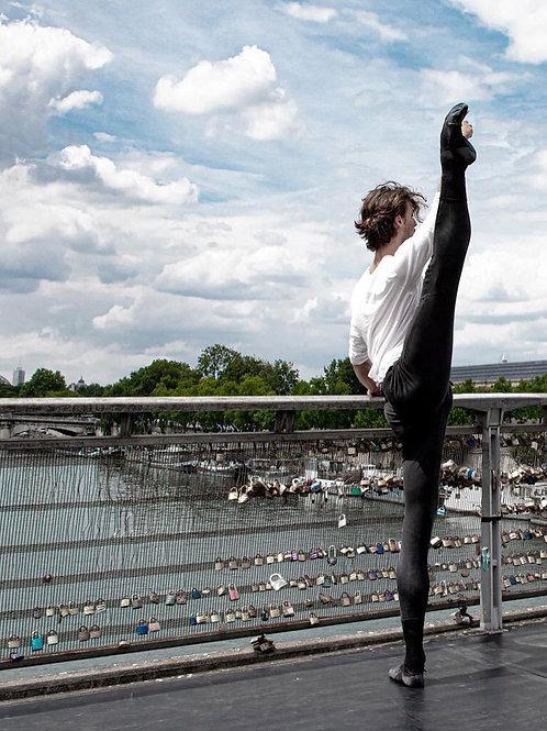 Hugo Marchand Stretching