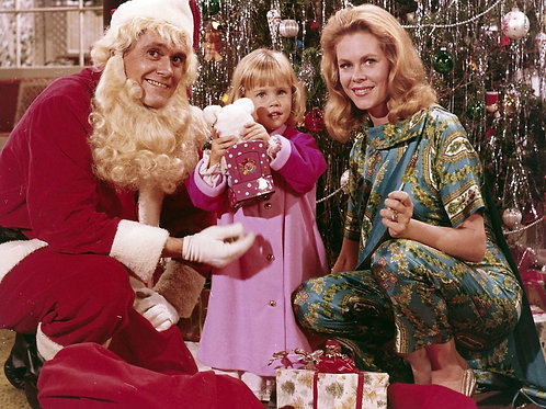 Cast from TVs Bewitched at Christmas
