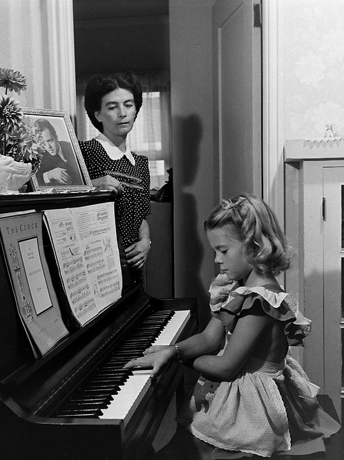 Natalie Wood Playing the Piano for Her Mother in 1945