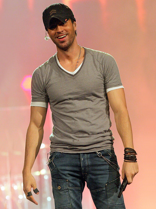 Enrique Iglesias on Stage in 2011
