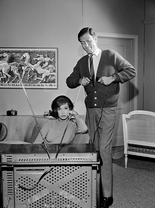 Mary Tyler Moore & Dick Van Dyke Watching TV in the Dick Van Dyke Show