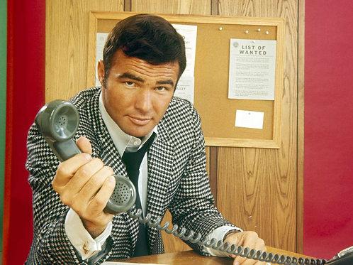 Burt Reynolds as Dan August in 1971