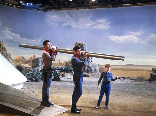 Filming TVs Lost in Space
