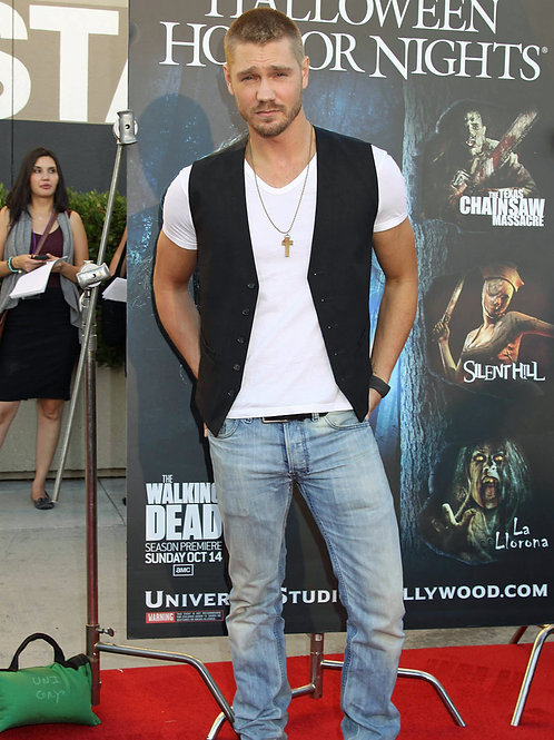 Chad Michael Murray Bulging in his Faded Old Bluejeans