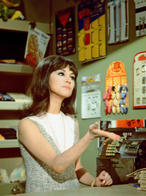 Marlo Thomas Working as a Store Clerk in That Girl
