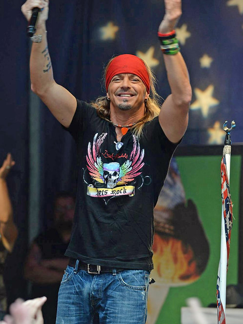 Bret Michaels on Stage Bulging in his Faded Bluejeans