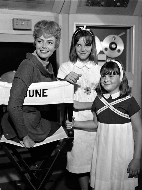 June Lockhart with Her Daughters on the Jupiter 2