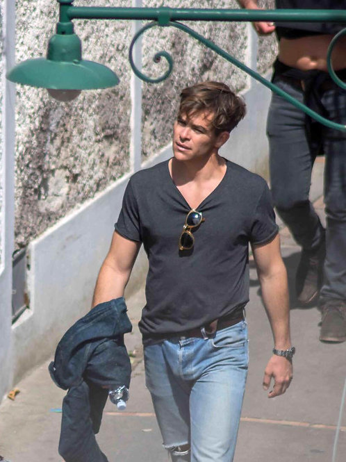 Chris Pine Bulging in Faded Jeans
