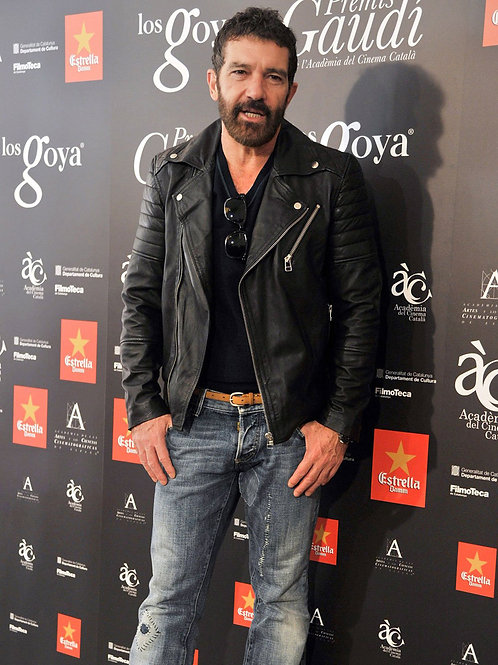 Antonio Banderas Bulging in Jeans
