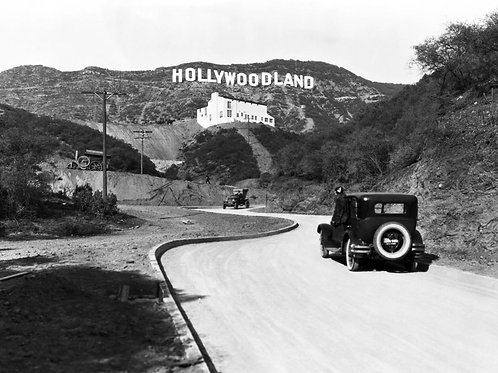 Hollywood(land) Sign in 1924