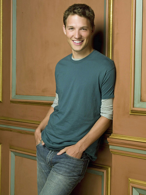 Michael Cassidy Bulging in his Faded Jeans