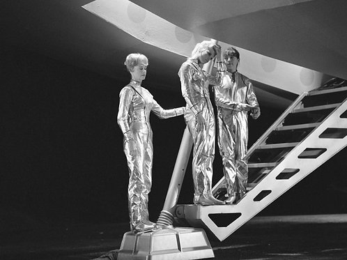 Lost in Space Ladies Entering the Jupiter 2