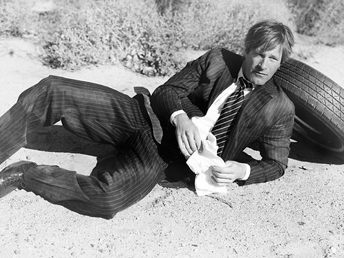 Aaron Eckhart Wearing a Pinstriped Suit