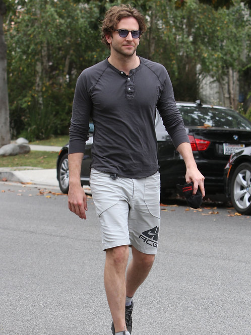 Bradley Cooper Heading to the Gym in 2010