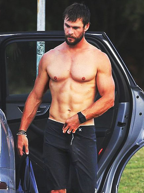 Chris Hemsworth Packing a Mighty Bulge