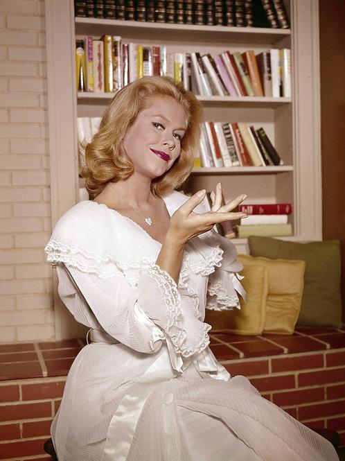 Elizabeth Montgomery as Samantha