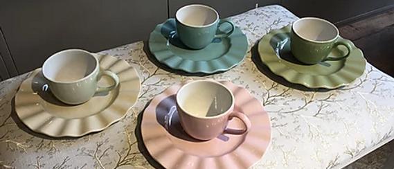 Set plato ondulado y taza de capuccino x 4
