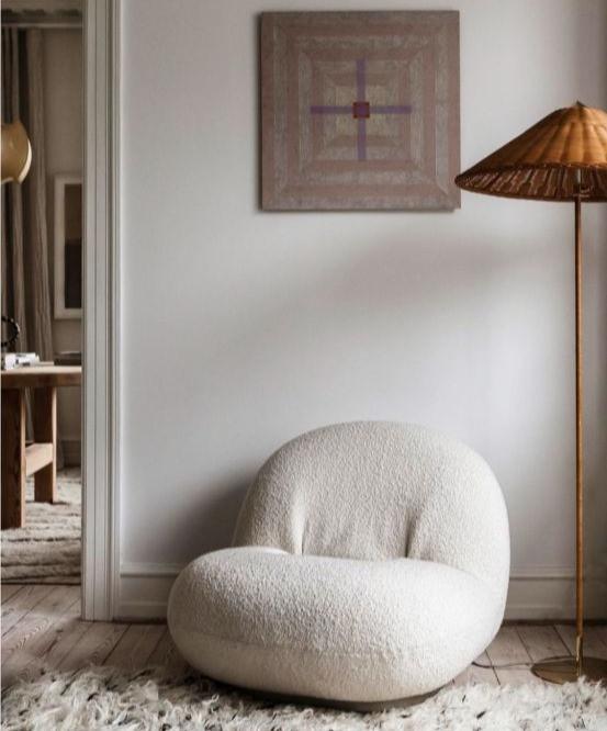 fauteuil lounge laine bouclée gubi décoration lampe conseils déco tendance 2021