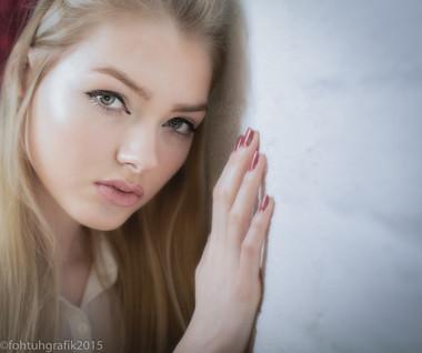 Model: Blonde94 Photographer & Edit: fohtuhgrafik Stylist: fohtuhgrafik Hair & MUA: Blonde94 Studio: Lindsay Wakelin Studio