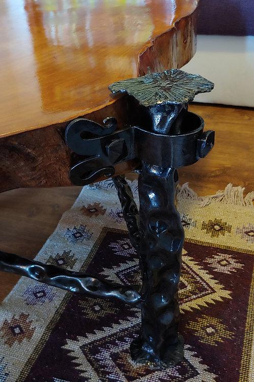 Masa de lemn masiv cu picioare din fier forjat