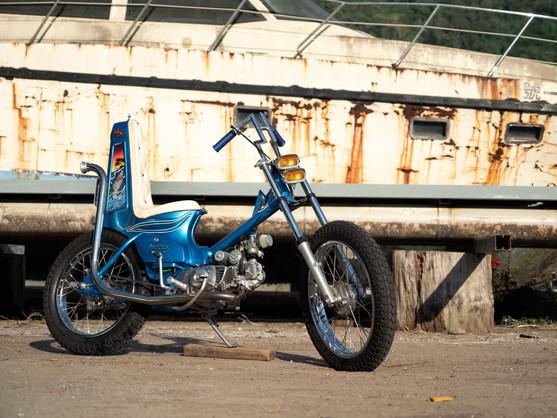 """小歸小 卻集結所有70年代Chopper元素 - Hide Work Custom """"鯊魚號"""""""