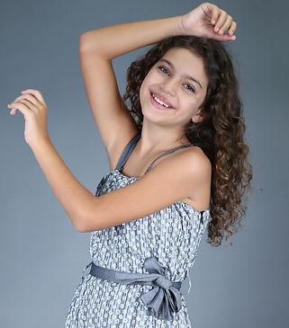 Angelina Quintilho - Altura 1,30 - Manequim 12 - Sapato 34 - Data Nasc 01 07 2010 05.jpg