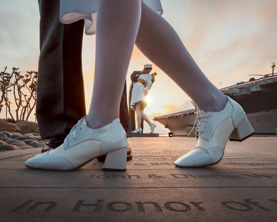 sole-sights-kiss-statue.jpg