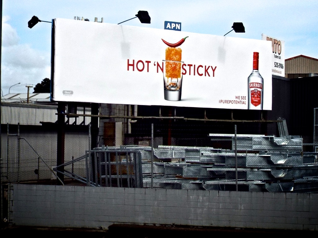 Smirnoff - Hot n Sticky, Honey and Chilli